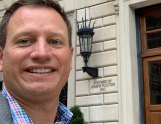 Corey Ford selfie in front of Pulitzer Hall, Columbia Journalism School